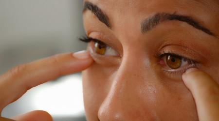 Blog: Co gdy soczewka utknie w oku - porady
