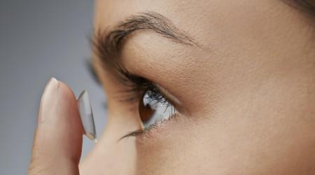 Blog: Jak zakładać soczewki?